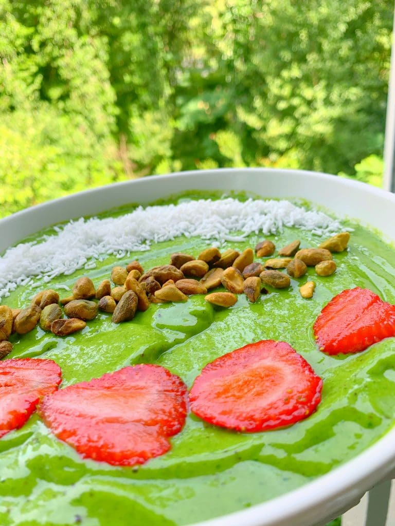 grass ain't greener smoothie bowl whole30